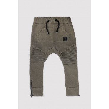 Classic Shape Khaki Pants